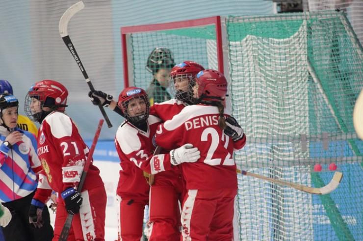 В конце первого тайма россиянки уверенно шли к победе, но, к сожалению, в самом конце напряженной игры стало понятно - победили шведки.