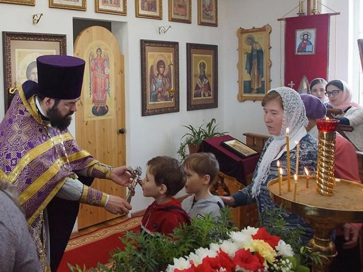На воскресные службы в храм всегда приходят дети