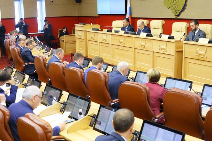 Центральными вопросами сессии стали вопросы поддержки детства и социальной защиты населения.