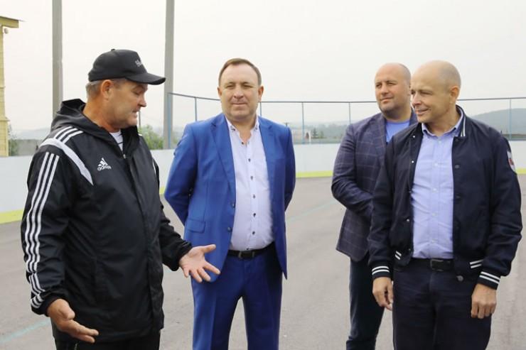 Сергей Сокол отметил важность проводимой работы со спортсменами и необходимость строительства физкультурно-оздоровительного комплекса.