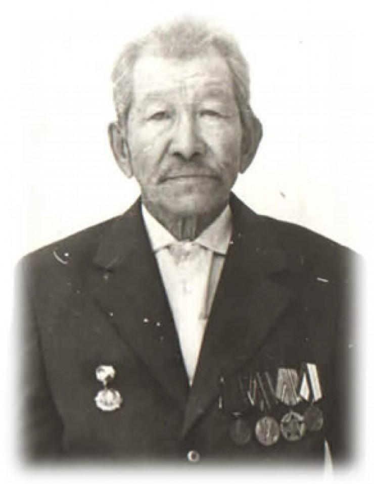 Банай Баенгуевич Янхаев после войны был председателем колхоза, председателем сельсовета