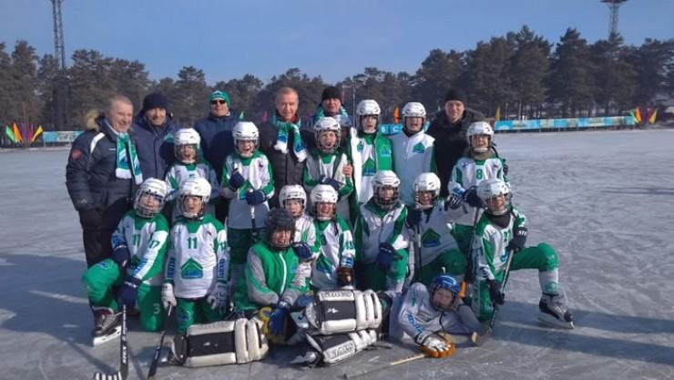 Отличный день для мальчишек: начались соревнования по хоккею с мячом и удалось сделать фото на память с губернатором Иркутской области Сергеем Левченко!