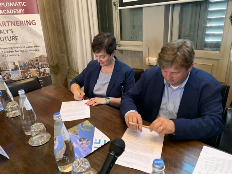 Подписание соглашения между АИРИО и SPT.