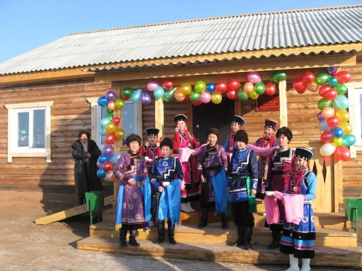 Открытие клуба — большое событие для всего района. Последний раз методом народной стройки баяндаевцы строили школу в 1995 году