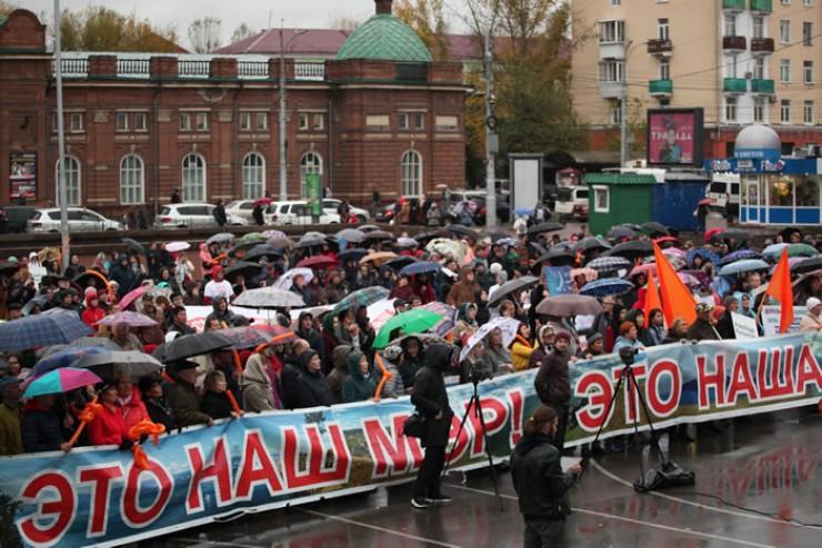 Сотни человек вышли, чтобы поддержать экс-мэра Ольхонского района. Судьба Копылова решится уже в эту пятницу.