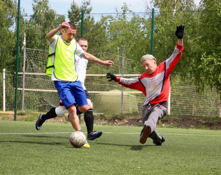Врач — профессия нервная, а футбол — отличный способ снять напряжение.