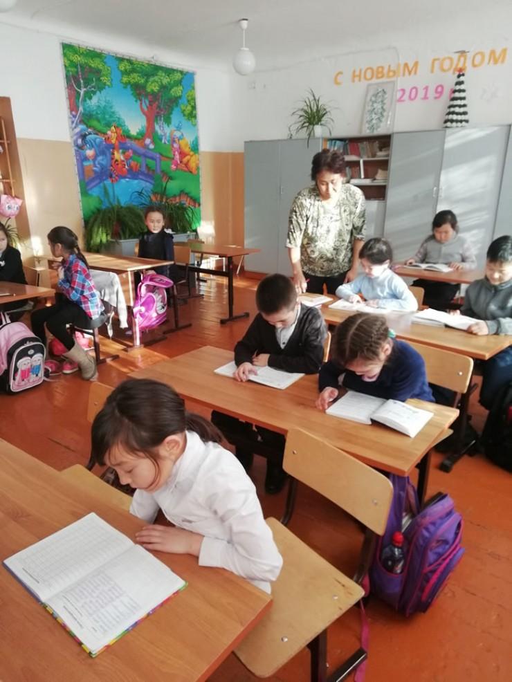 В настоящее время в Усть-Ордынском Бурятском округе из 206 общеобразовательных школ бурятский язык изучают в 68 школах