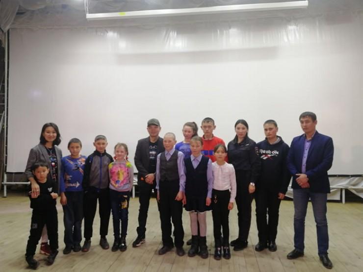 На творческой встрече в Баяндае: Ирина Урбаева, Баир Уладаев, Татьяна Шатаева, Алексей Суворов и дети