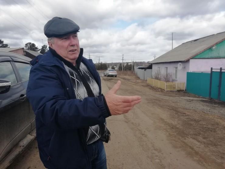 По всем вопросам жители села обращаются к своему старосте Владимиру Позднякову