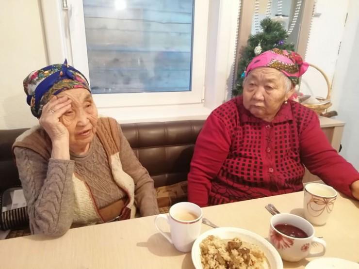 За чашкой чая бабушки поведали увлекательные истории своей жизни