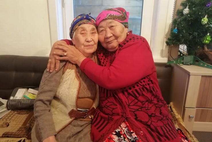 Альбина Арсентьевна (слева) и Валентина Михайловна более 60 лет делят напополам радости и печали