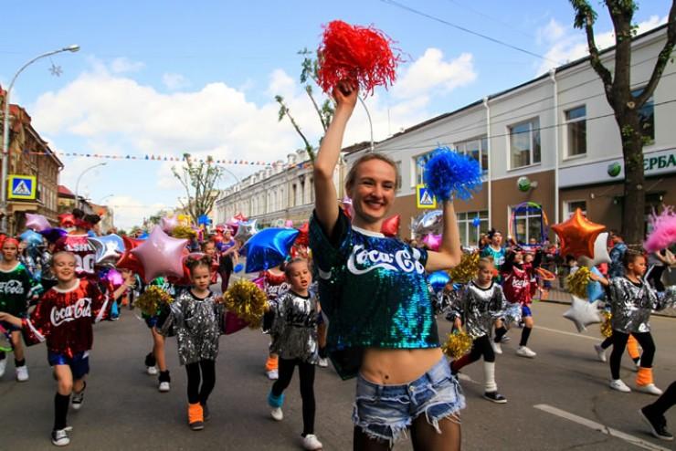 В велопараде приняло участие более тысячи иркутян. Вместе со всеми по маршруту пробега проехал мэр города Иркутска Дмитрий Бердников.