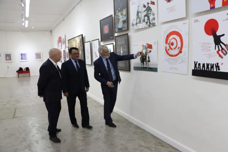 Выставку посетил Герой Советского Союза, Герой Монголии, летчик-космонавт  Ж.Гуррагча (на фото в центре).