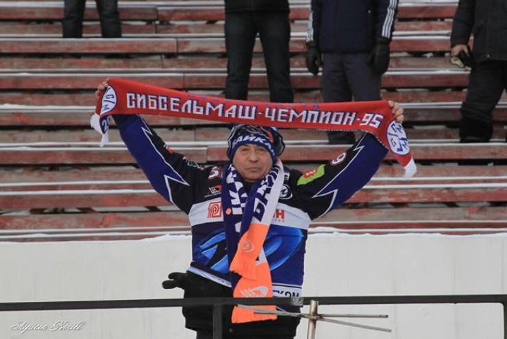 На полупустых трибунах нашлось место болельщикам не только «Байкал-Энергии», но и «Сибсельмаша». Согласно протоколу матча, на игру с новосибирцами пришли всего 684 человека. Это антирекорд стадиона «Труд», а возможно, и всей хоккейной истории Иркутска.