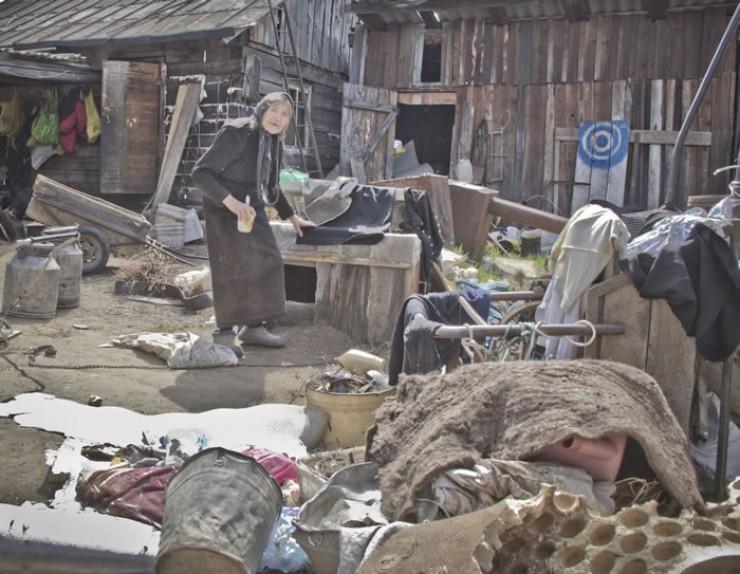 Раскольники по-прежнему живут в Оноте. Их церковь так и стоит недостроенной, а во дворе беспорядок. По словам жителей, сейчас там проживает примерно 10 человек. С нами они разговаривать отказались.