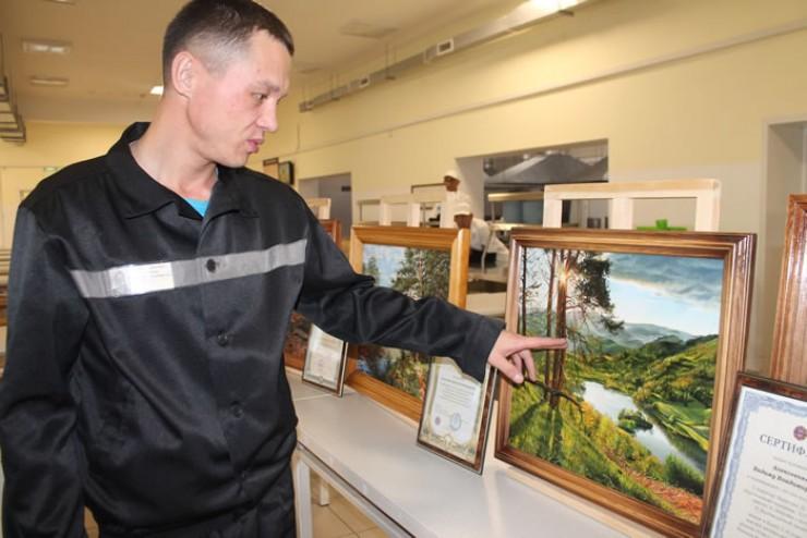 Больше всего Вадим Алексеенко любит пейзажи. Некоторые сюжеты взяты из юношеских воспоминаний об уссурийской тайге.