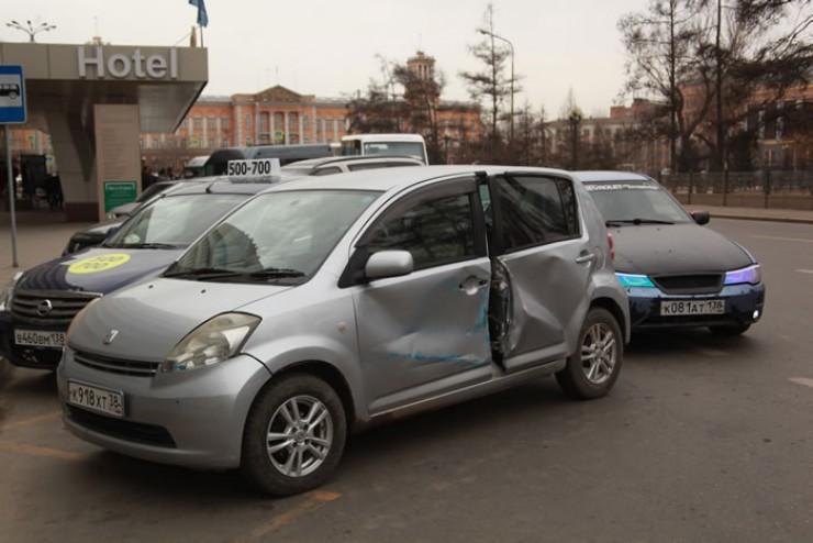 Пострадавших в аварии в свере Кирова нет, но машинам досталось сполна.