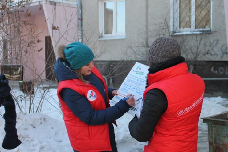 Активисты «Молодежки ОНФ» установили на доме таблички с информацией, к какому дню будет готов график вывоза мусора.