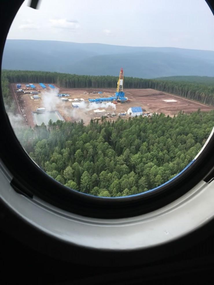С высоты птичьего полета хорошо видно, как меняется территория Ковыктинского ГКМ. В этом году здесь началось активное бурение эксплуатационных скважин.