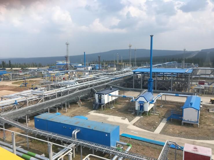 Газ, получаемый с первых эксплуатационных скважин, будет поступать на установку комплексной подготовки газа УКПГ-2. Помимо нее, проект освоения Ковыктинского ГКМ предусматривает строительство еще нескольких УКПГ.