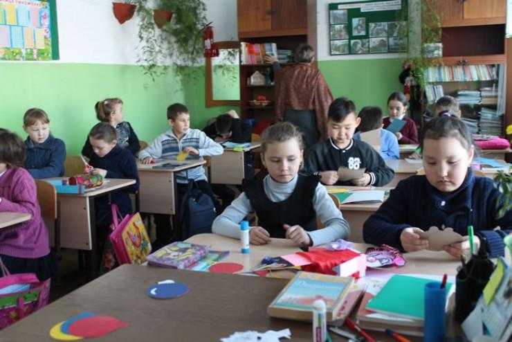 В Бахтайской школе учится 12-е поколение основателя села. Дети изучают краеведение, родной язык, культуру и традиции своего народа.