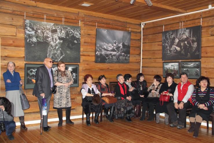 Посмотреть на работы Сергея Игнатенко приехала делегация из Усть-Ордынского