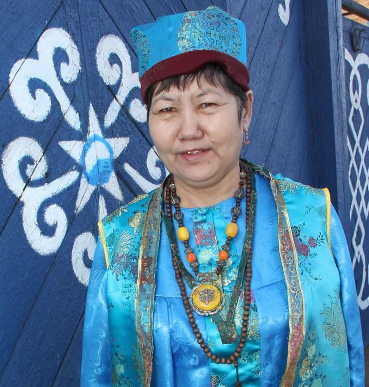 К Альбине Ильиной приезжают со всей Иркутской области. Дом с синими воротами знаком многим, кто хочет поправить свое здоровье.