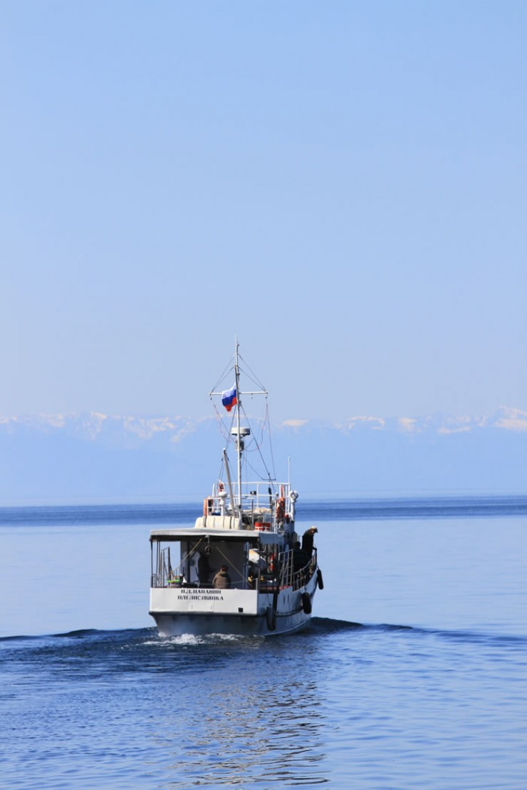 Экспедиция на научно-исследовательском судне «Папанин» пройдет по периметру Байкала — а это больше 2000 километров. Каждые 30—40 километров будут отбираться пробы воды, исследования будут вестись круглые сутки в течение 11 дней.