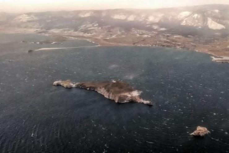 Спасатели продолжают исследовать акваторию Байкала