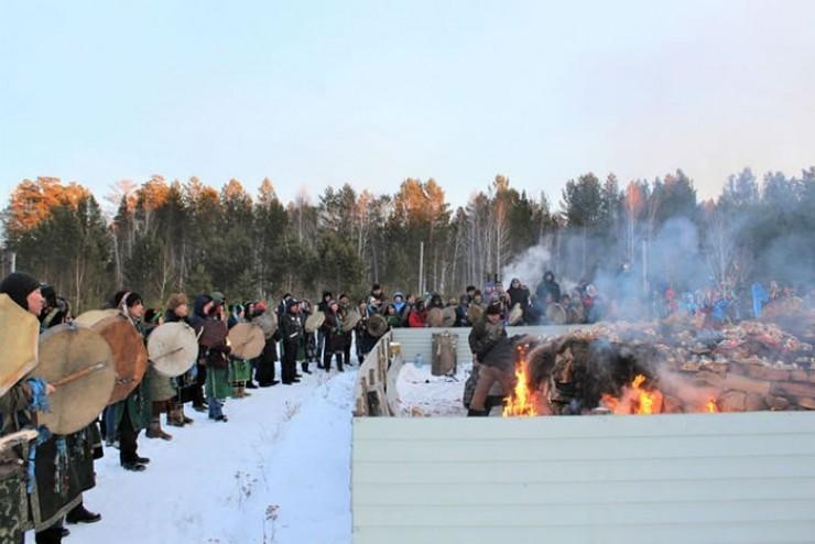 Ангарская шаманская организация не рекомендовала смотреть этот обряд слабонервным и несовершеннолетним. Выглядел он действительно жутко.