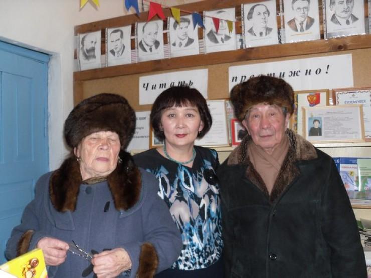 Марию Попову сопровождал член президиума совета ветеранов Георгий Васильевич Протасов
