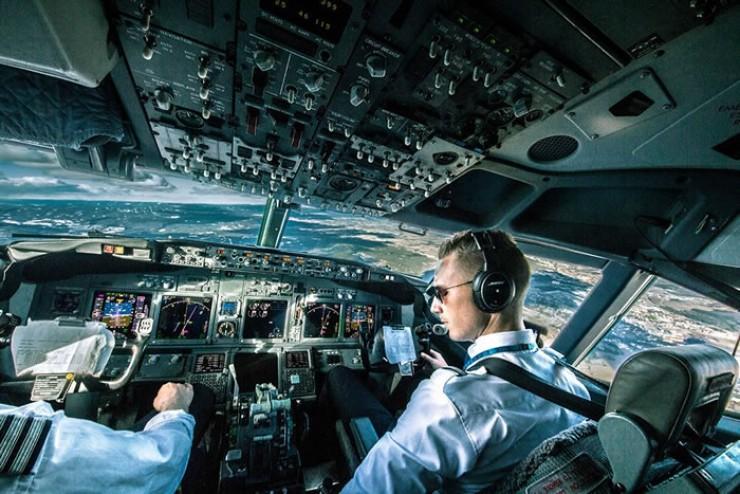 Зачастую пассажиры даже не замечают, что что-то произошло, благодаря профессионализму экипажа. Но летная работа носит особый, стрессовый характер. Как отмечают эксперты, самой распространенной болезнью у пилотов, как и у большинства людей, является гипертония.