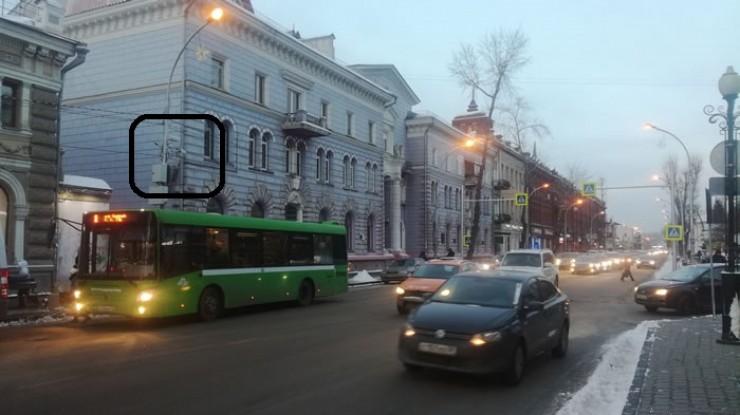 Это один из комплексов автоматизированной фиксации административных правонарушений на нерегулируемых пешеходных переходах, расположенный на улице Карла Маркса, 33, в Иркутске. Первые штрафы отправились к нарушителям уже в четверг, 30 января