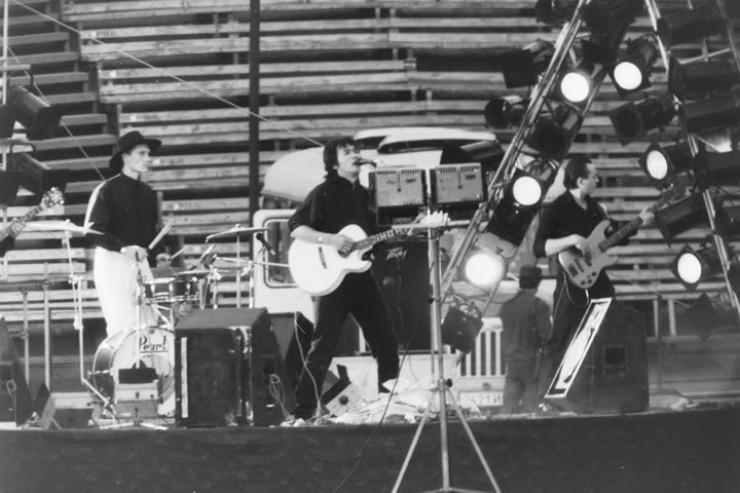 Тогда никто не знал, что это не просто последний концерт Цоя в Иркутске, а вообще одно из последних его выступлений...