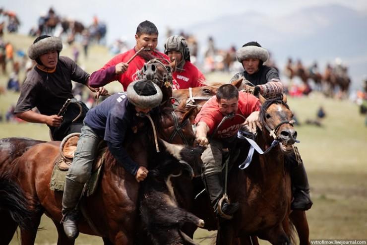 Козлодрание — национальная конная игра кочевников Средней Азии.