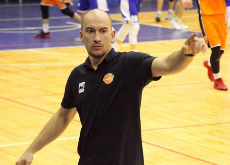 Тренер Александр Лукин раньше возглавлял команду Суперлиги, а в минувшем сезоне тренировал «Иркут»-ДЮБЛ.
