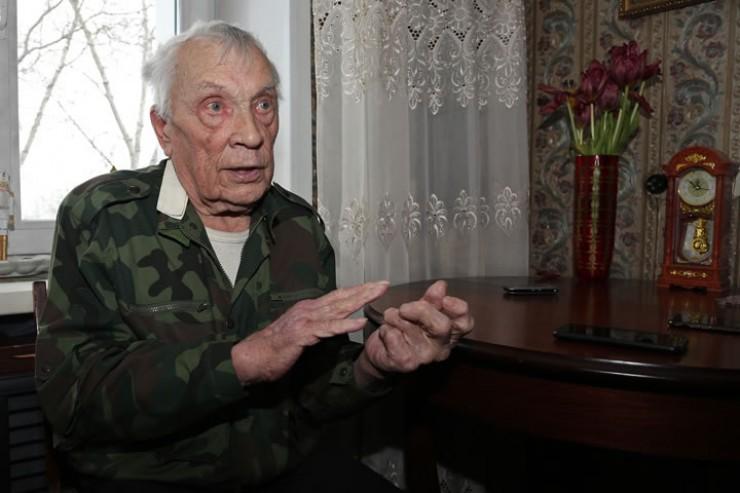 Награжденный медалями «За отвагу» и «За боевые заслуги» Владимир Лыхин демобилизовался в марте 1947 года. После войны окончил Свердловское пожарно-техническое училище. Работал на разных должностях в пожарной охране Иркутского гарнизона. Полковник внутренней службы в отставке.