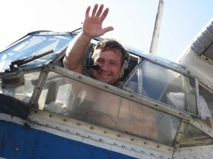 46-летний Виталий Мациевский, пилот пропавшего самолета, опытный летчик — более 15 тысяч часов налета. К тому же ему не раз приходилось сажать аварийные кукурузники.