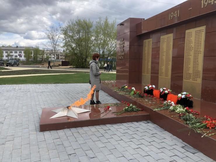 Вечный огонь на площади Победы. В этом году на деньги, собранные жителями поселка, поставят памятник труженикам тыла и детям войны.