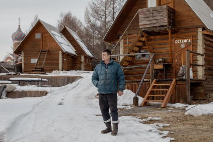 Андрей Суханов охотно дает интервью иностранным и российским журналистам, надеясь, что это поможет остановить варварскую застройку берега Байкала.