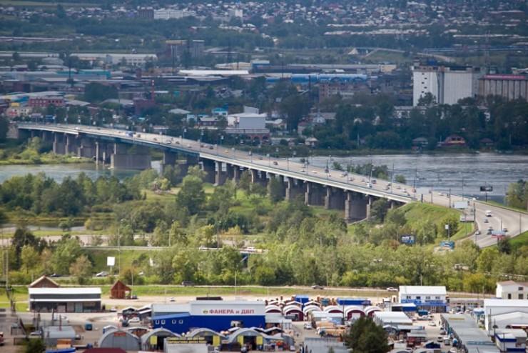 В 2011 году три моста через реку Ангару получили официальные названия: Академический, Глазковский и Иннокентьевский. Однако последний в народе и сейчас зачастую именуют Жилкинским, Нижним, Новым или даже Старым Новым мостом.