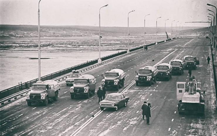 Фото Э.Брюханенко. Новый Ангарский мост, январь 1979 года.