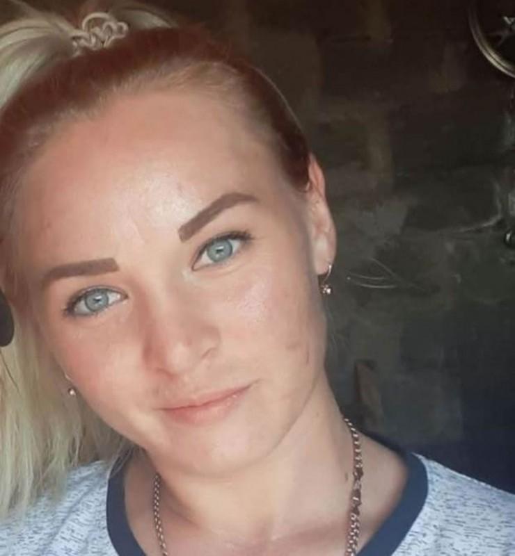 25-летняя Надежда Полякова на попутках добиралась в деревню Еловку, где ее ждали дочки двух и четырех лет. В Урике она подсела в грузовичок, водитель которого согласился ее подвезти. После этого Надежду живой уже никто не видел.