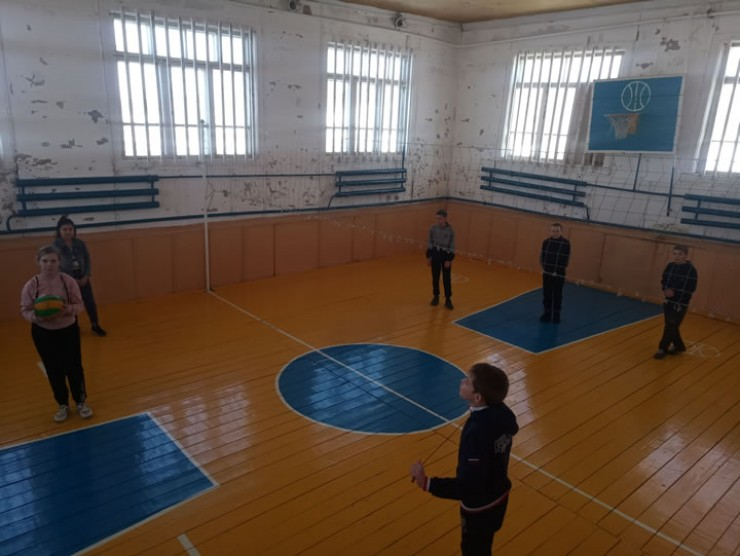 Юные талантливые спортсмены вынуждены тренироваться в небольшом спортзале