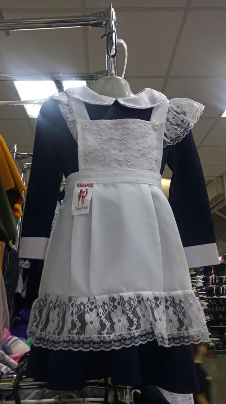 Школьные платья с фартуком не теряют популярность