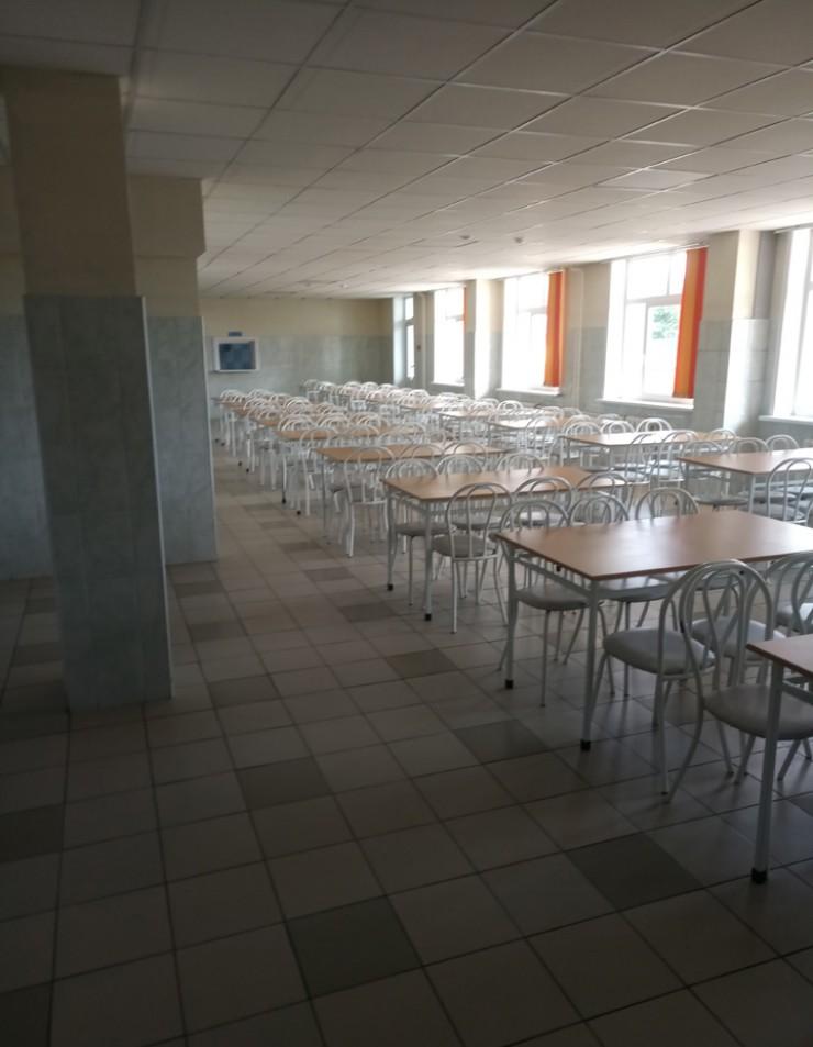 В гимназии обустроили просторную столовую на 150 мест