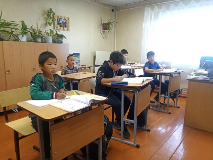 Дети привыкли учиться в купеческом доме, но мечтают о новой современной школе