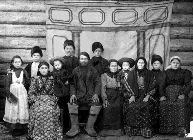Первые жители заимки Шадрино, 1905 год.