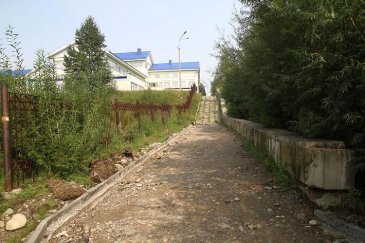 В Пади Долгой идёт строительство пешеходной дорожки