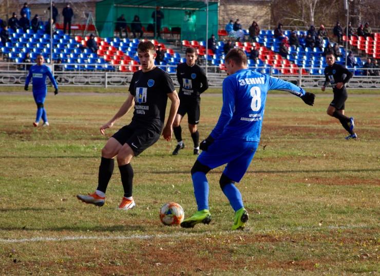 «Зенит» никогда не жил легко. Сейчас несколько игроков ушли из команды, молодые футболисты пока не могут в полной мере заменить их.